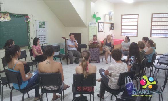 A capacitação aconteceu no salão da sede da Infância-Ação, no Centro Social Esperança.