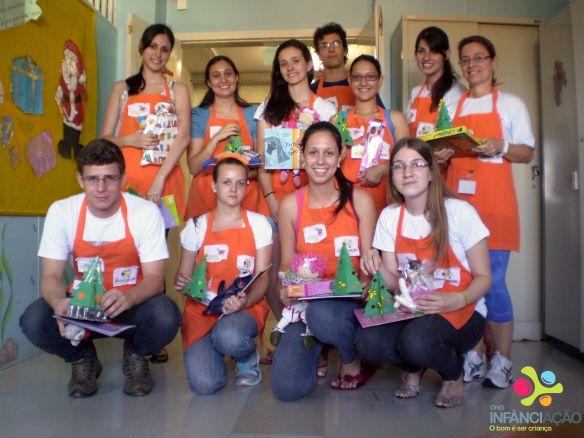 Ao final do projeto, cada voluntário entregou brinquedos para as crianças