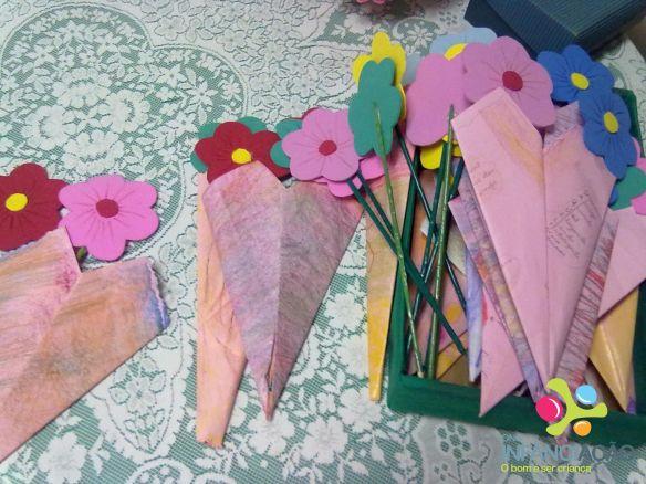 Crianças confeccionaram lembrança para as mães no AE Sede.