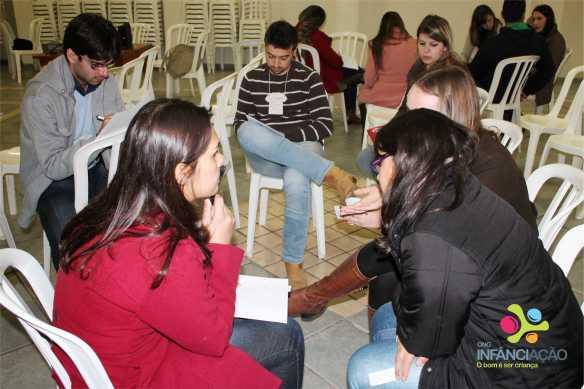 """Em grupos, os presentes """"criaram"""" um novo projeto para a ONG"""