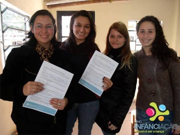 Cláudia juntamente com a presidência da ONG e a diretora do Núcleo de Projetos, Liandra