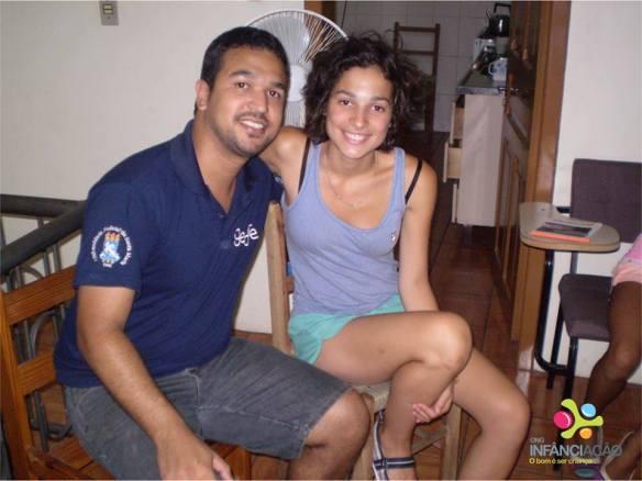 Na foto foto, a intercambista Luciana e Alexandre, voluntário administrativo que visitou o projeto na última terça-feira